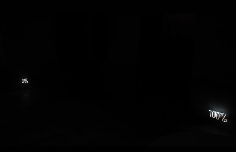 0% 100%, 2018, tubes néons, transformateurs, fiches, capteur de mouvement, environ 20 x 8 x 6cm, Le 18, Marrakech - Marine Kaiser